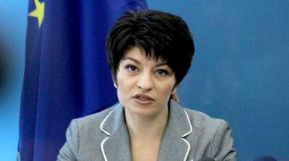 Десислава Атанасова моли медици да не напускат работа