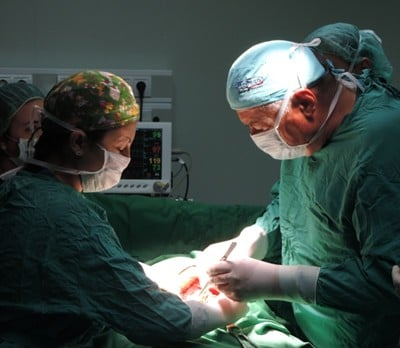"""28 годишна жена с отстранена шийка на матката заради рак роди момиченце в УМБАЛ """"Софиямед"""""""