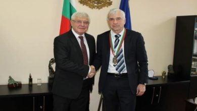Photo of Министър Ананиев награди проф. д-р Валтер Клепетко