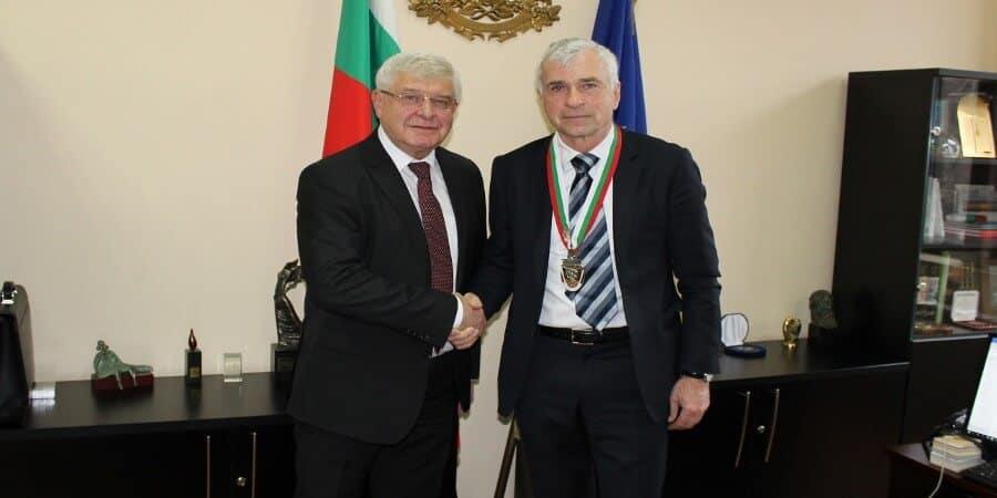 Министър Ананиев награди проф. д-р Валтер Клепетко